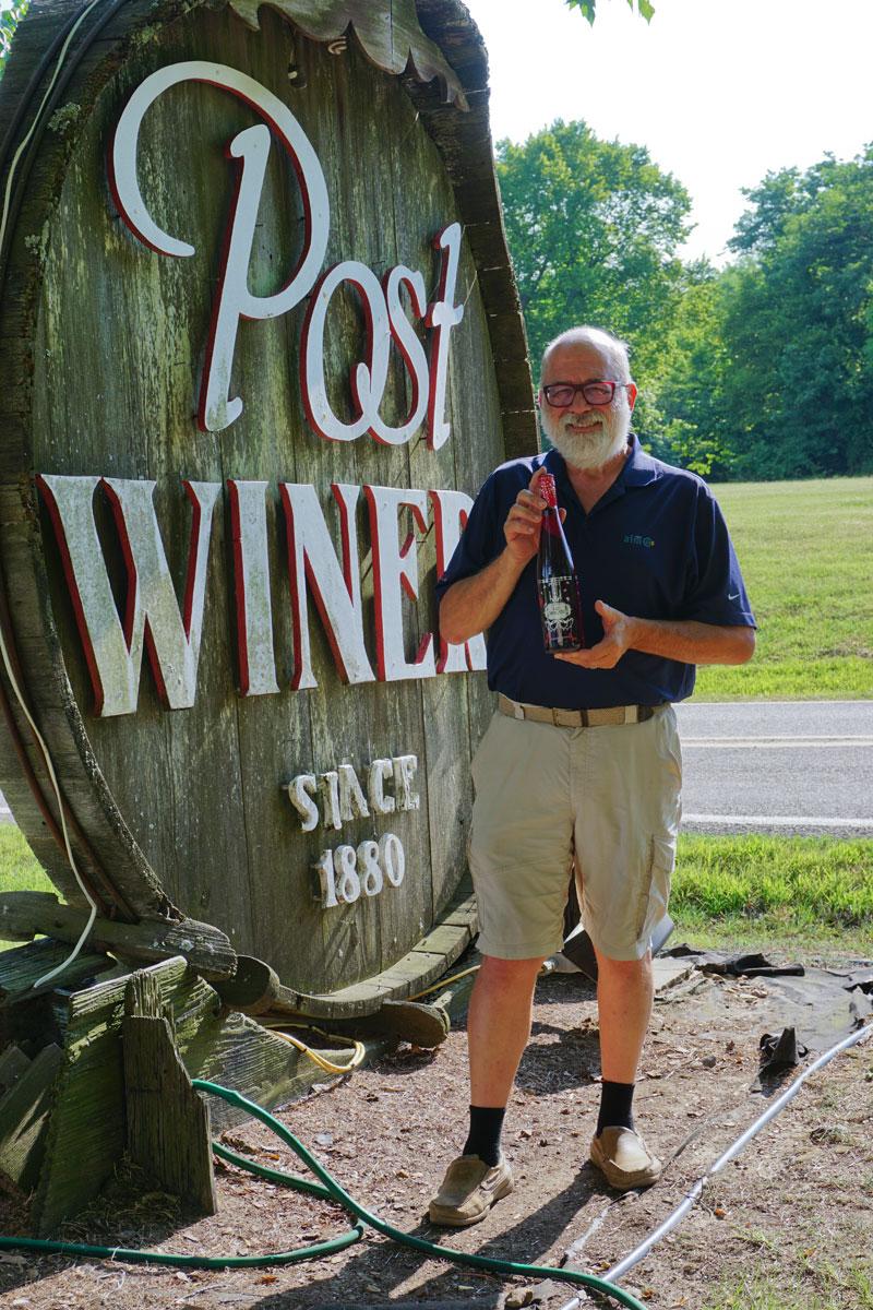 © 2018 Louise Levergneux. Michael at the Post Winery in Altus, Arkansas /  Michael chez le vignoble Post à Altus dans l'Arkansas