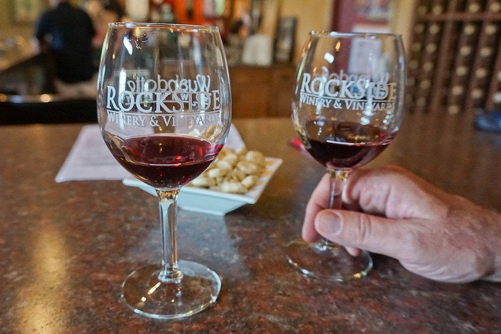 © 2018 Louise Levergneux. A wine tasting at the Rockside Winery and Vineyards, in Lancaster-Newark, Ohio /  Une dégustation de vins au Vignoble Rockside, dans Lancaster-Newark en Ohio