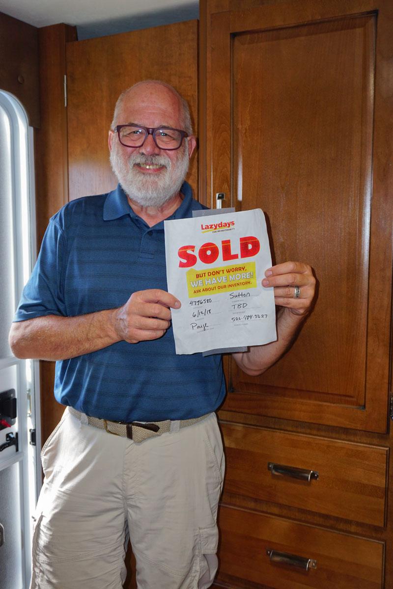 © 2018 Louise Levergneux. Michael happy with our purchase, Tucson, Arizona /  Michael content de notre achat, Tucson en Arizona