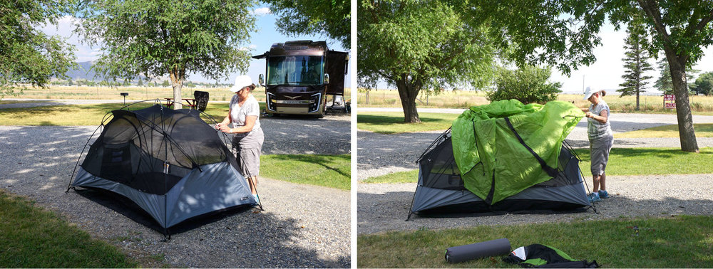 © 2018 Louise Levergneux. Dale pitching her tent at Mountain View RV Camp in Arco, Idaho. /  Dale qui monte sa tente au terrain de camping Mountain View RV à Arco, Idaho.