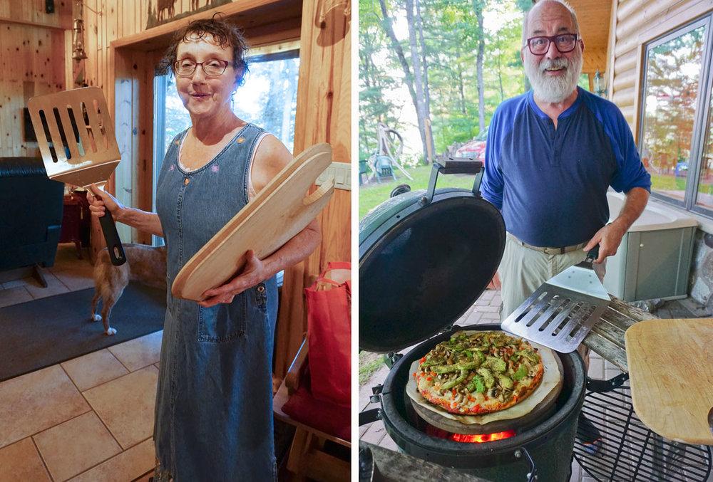 © 2018 Louise Levergneux. Getting ready for the pizza, do you see the size of that spatula? Michael seems to feel it will work perfectly. /  Préparant pour la pizza, voyez-vous la taille de la spatule? Michael semble croire qu'elle fonctionnera parfaitement.