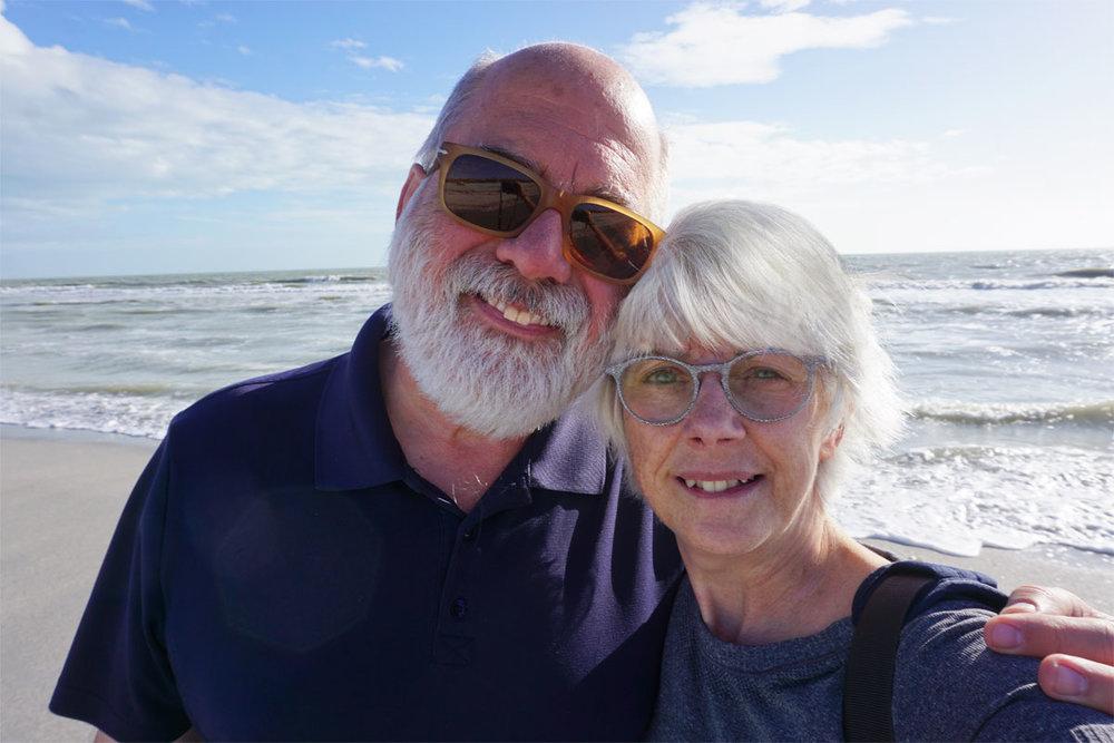 © 2019 Louise Levergneux. Our first day shelling on Bowman's Beach, Sanibel Island. /  Notre première journée à ramasser des coquillages sur la plage Bowman's sur l'île de Sanibel.