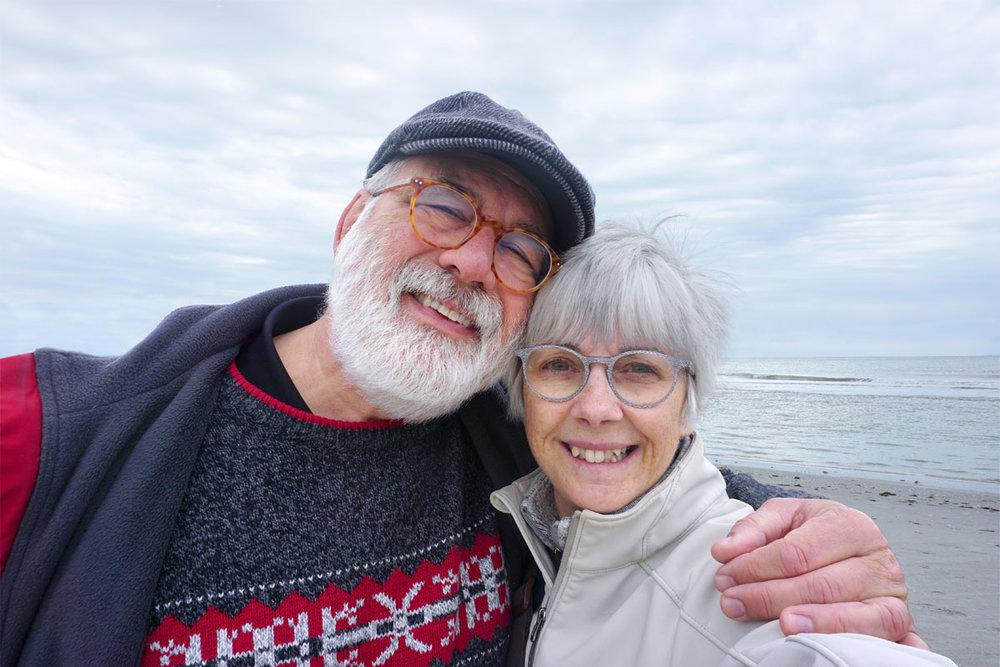 © 2019 Louise Levergneux. © 2019 Louise Levergneux. Shivering from the wind and sea breeze on Crescent Beach. /  Frissonnant du vent et de la brise de mer sur Crescent Beach.