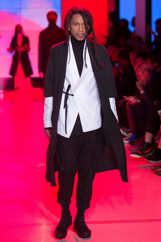 LOOK 5   ARC Noragi  / Charcoal   ARC Kimono Shirt  / White Oxford   ARC Turtleneck  / Black Terry   ARC Ankara Pant  / Black Wool   Nike Air VaporMax Utility