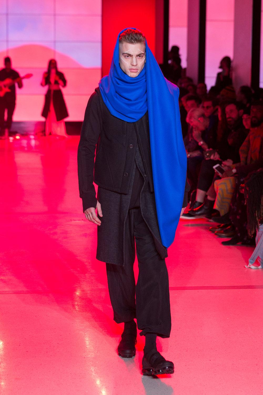 LOOK 21   ARC Oversize Scarf  / Azure Blue   ARC Ascent Jacket  / Black   ARC Long Vest  / Grey Flannel   ARC Long Sleeve Tee  / Black   ARC Chrysalis Pant  / Black   Nike Air VaporMax Utility