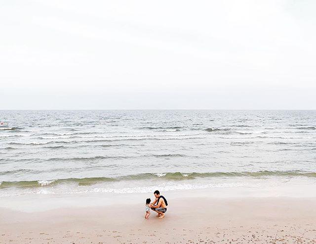 vitamin sea . หัวหิน . hua hin // ☀️🌴// . . . . . . #kirasirinda #36weeks #subjectlight #vsco #vscocam #makeportraits #theoutbound #goexplore #exploremore #liveauthentic #livefolks #loveauthentic #wanderlust #westcoast #peoplescreative #visualsoflife #exploretocreate #justgoshoot #passionpassport #welltraveled #letsgosomewhere #babyofinstagram #travelersnotebook #littleadventurer #littleexplorer#xmaseve