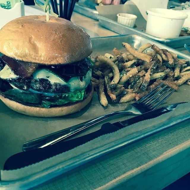 Welcome to San Antonio @hopdoddy! Thanks for having us @breadandbutterpr #sanantonio #burgers #trufflefries