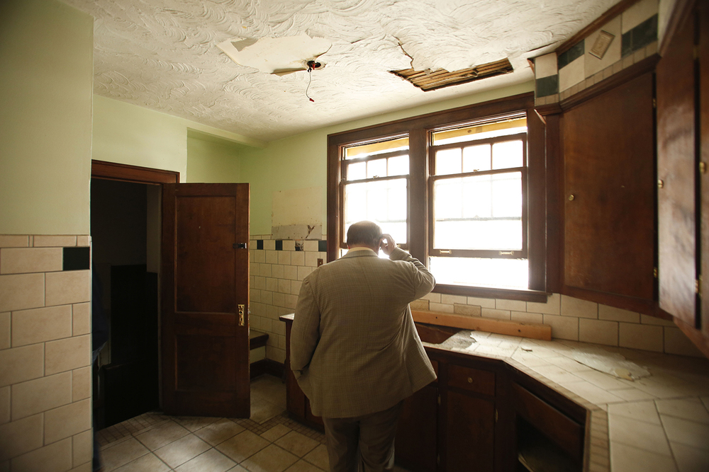 Mayor Mike Duggan investigates a kitchen in a house along the Boston Edison Auction Tour on Sat., May 17, 2014 in Detroit. Tim Galloway/Special to DFP