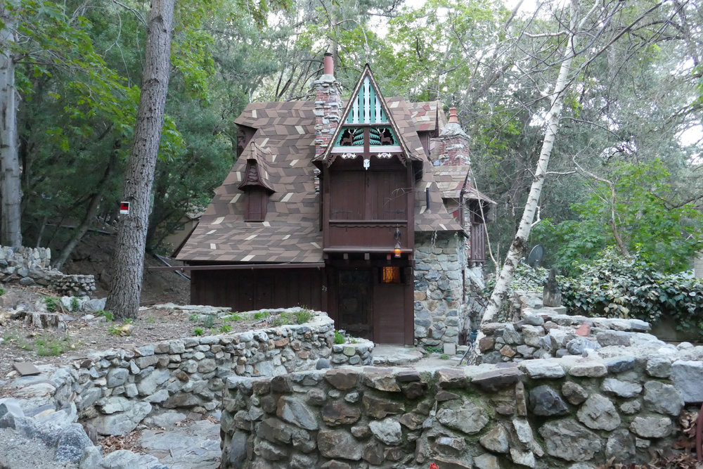 Isn't this cabin amazing?