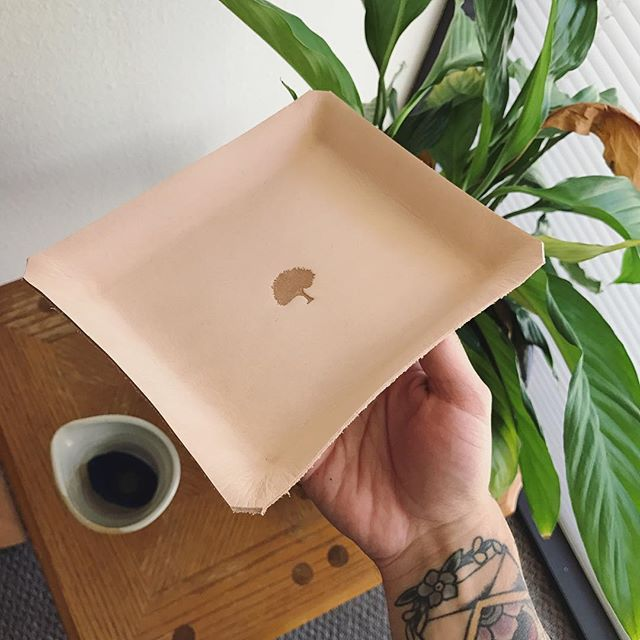 Did you know we still have Veg Tan Leather Trays available ?! Check the web-shop immediately !!