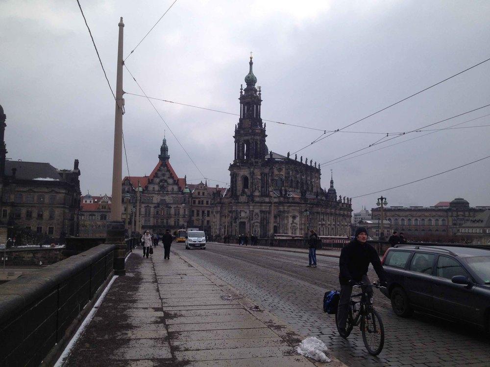 In Dresden hatten wir das erste Mal die Möglichkeit so richtig die Stadt zu erkunden. Matze und ich sind also bei eisigem Wind in Richtung Frauenkirche und Altstadt aufgebrochen. Dresden ist eine schöne Stadt!