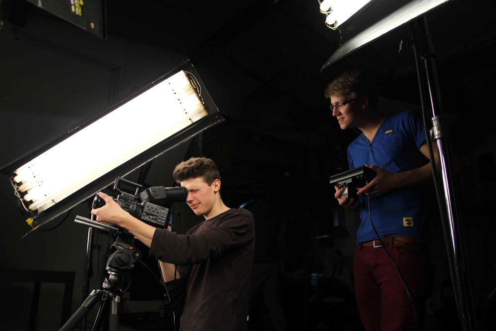 Josua und Bene bei der Arbeit.