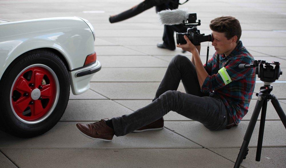 Gedreht haben wir unter anderem vor dem Porschemuseum in Stuttgart.