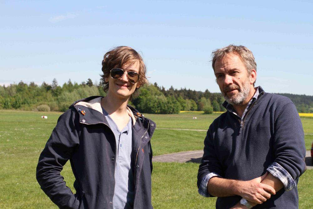 "Raúl Semmler and Paul Frielinghaus at the set of ""Paper plane""."