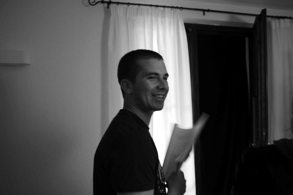 Kameraassistenz Linus springt kurzzeitig als Double ein.