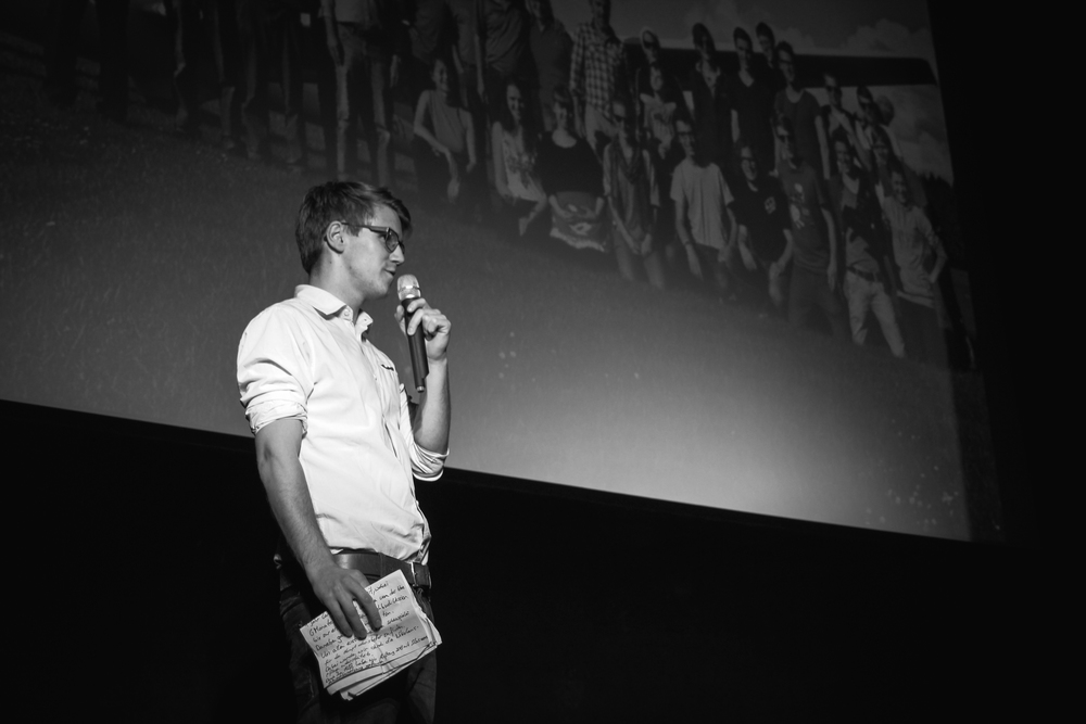 Bene berichtet vor Ausstrahlung des Filmes über die lustigen Dreghtage am Set.