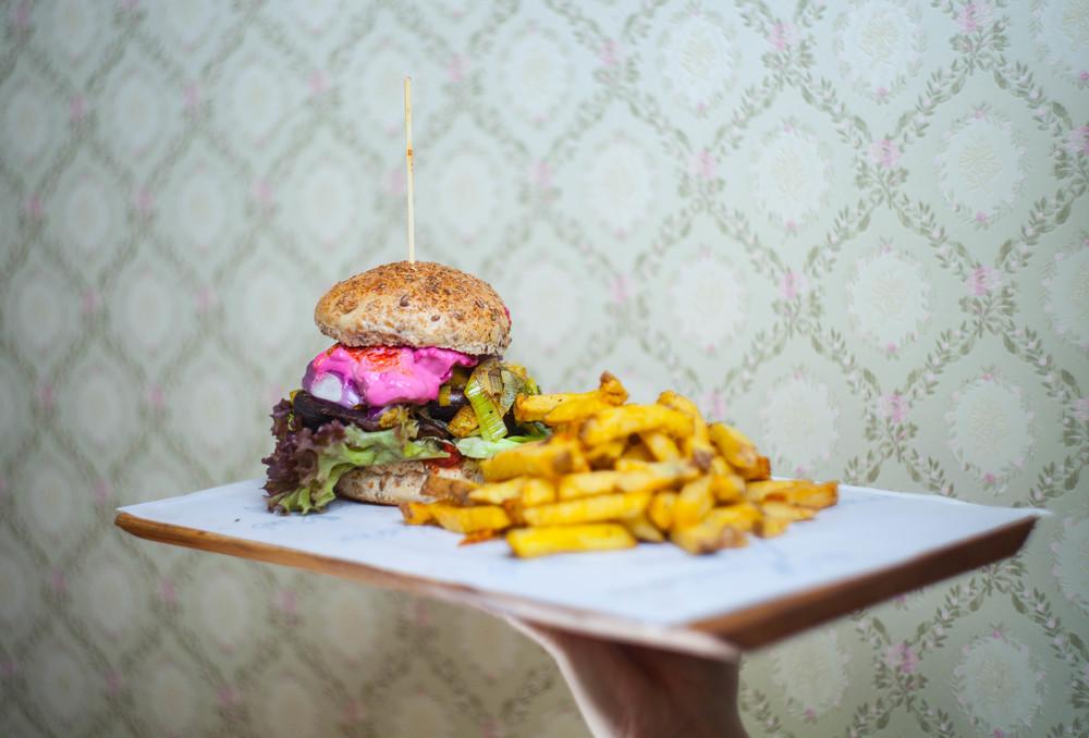 Gutburgerlich in Gießen schenkt uns einen farbenfrohen Burger.
