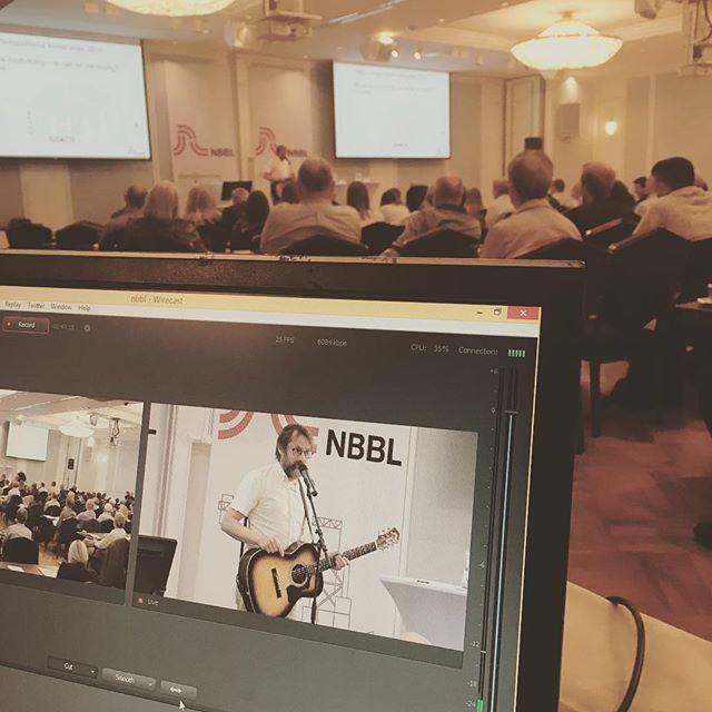 Bare Egil opptrer på NBBLs boligpolitiske konferanse. Moro!