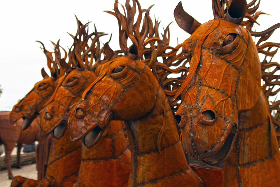 metal-statuary-horses-1.jpg