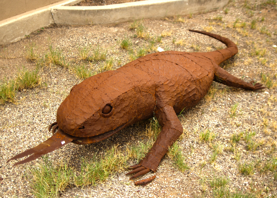 metal-statuary-lizard.jpg