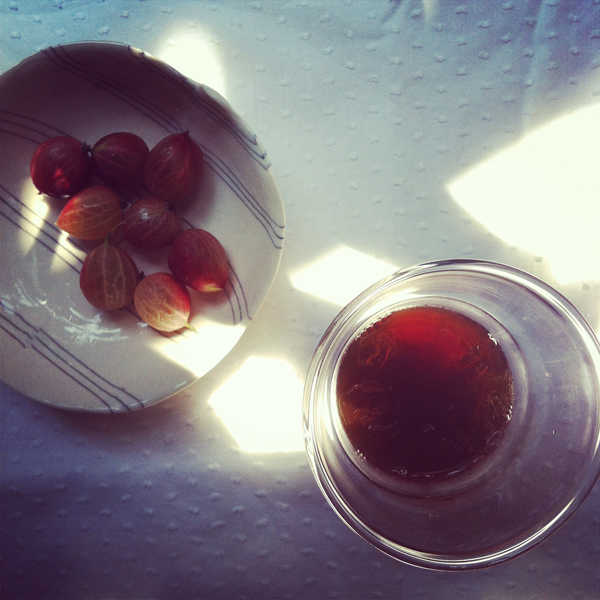 Rose Green tea and gooseberries for an afternoon snack