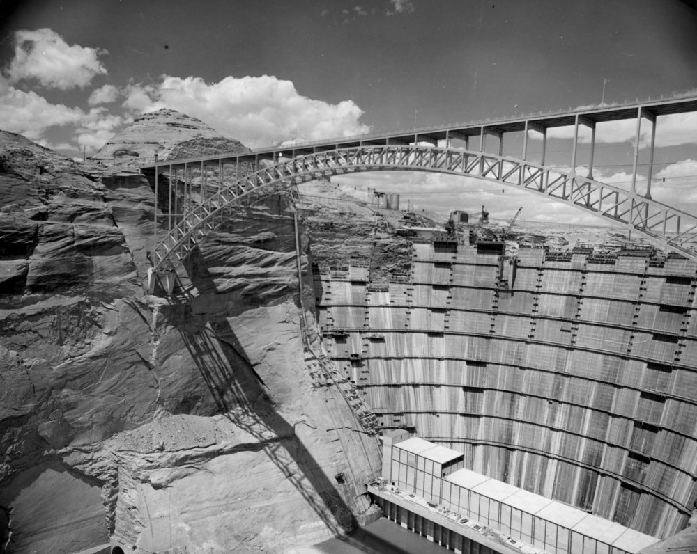 CONSTRUCTION OF THE GLEN CANYON DAM (SERIES 25473). PHOTO COURTESY OF THE UTAH STATE ARCHIVES AND RECORDS SERVICE.