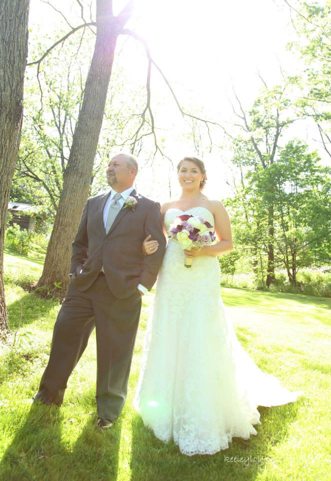 A moment with the bride and her father <3