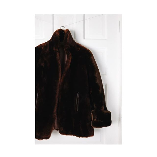 """➕$148➕ Vintage rare puffy genuine sheepskin """"mouton"""" coat. Boxy and oversized cuffed cropped sleeves. Adore this fit. Satin paisley lining throughout. Excellent condition. Don't typically find this small size.  Size S / M. Two pockets."""