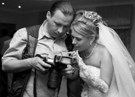 Bride_Photographer_Camera.jpg