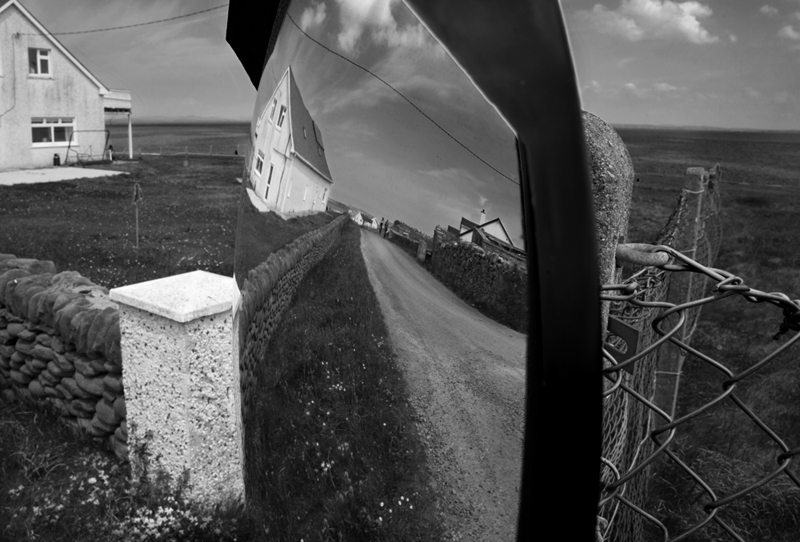 mirror_house_furthercrop_bw_6818.jpg