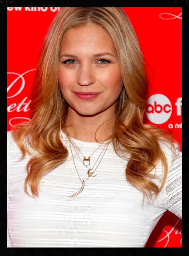 Vanessa Ray's necklace at the Pretty Little Liars Finale 2014