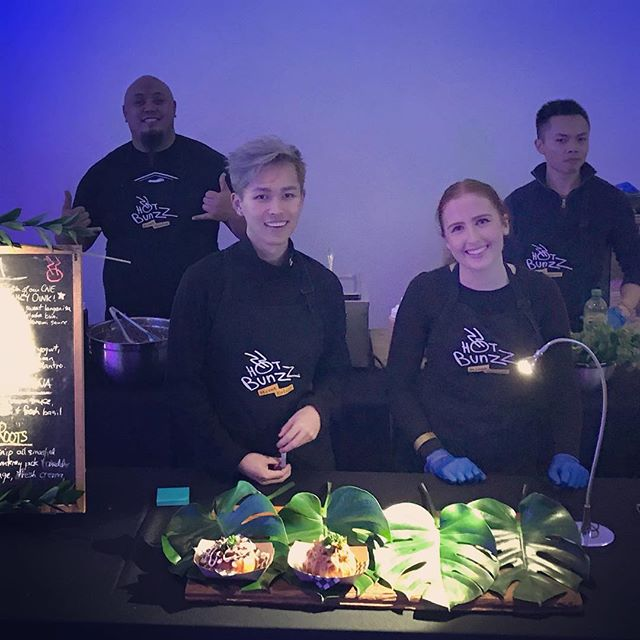 We are back for the final 3 #FNLROM sessions!! Welcome back @miikeee_mike to the #Hotbunzz team and to our newest team members #Elise and #Ollie!  #streetfood #streetcuizine #torontofood #eatthesix #foodporn #foodgasm #bunzzlife #wethebunzz #thankyoutoronto