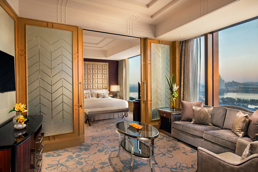 20141217_Shangri-La-Nanjing_Interior_Horizon-Premier-Lake-View-Room-1509_F.jpg