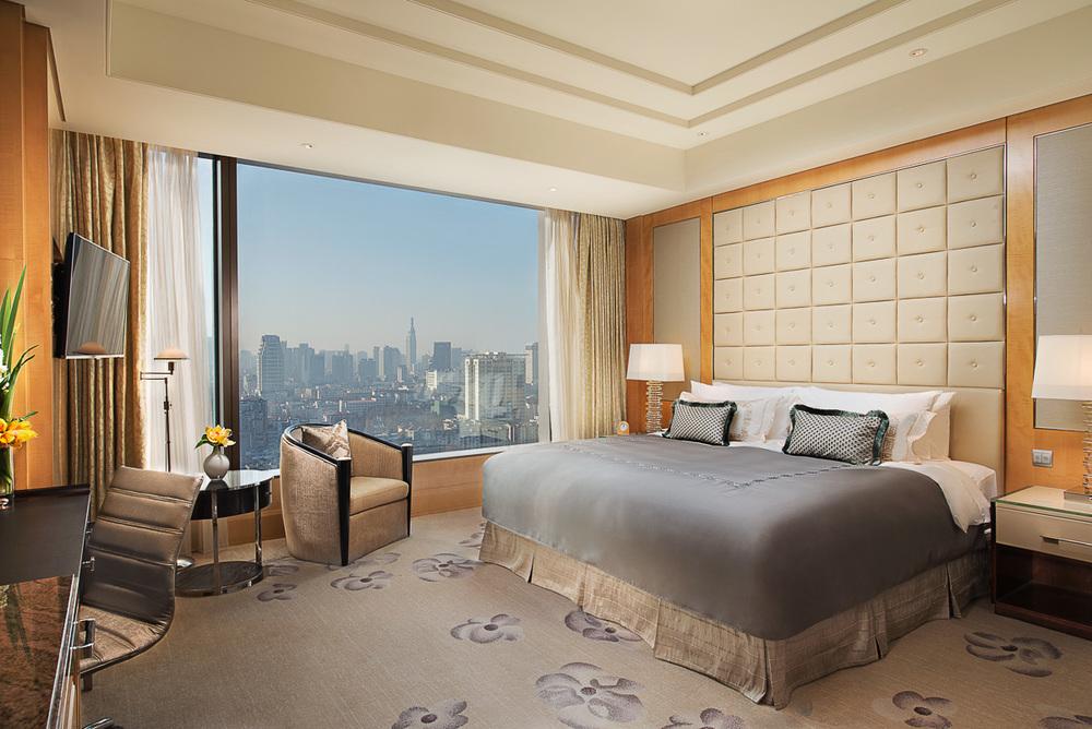 20141218_Shangri-La-Nanjing_Interior_Deluxe-King-Room-1919_F.jpg