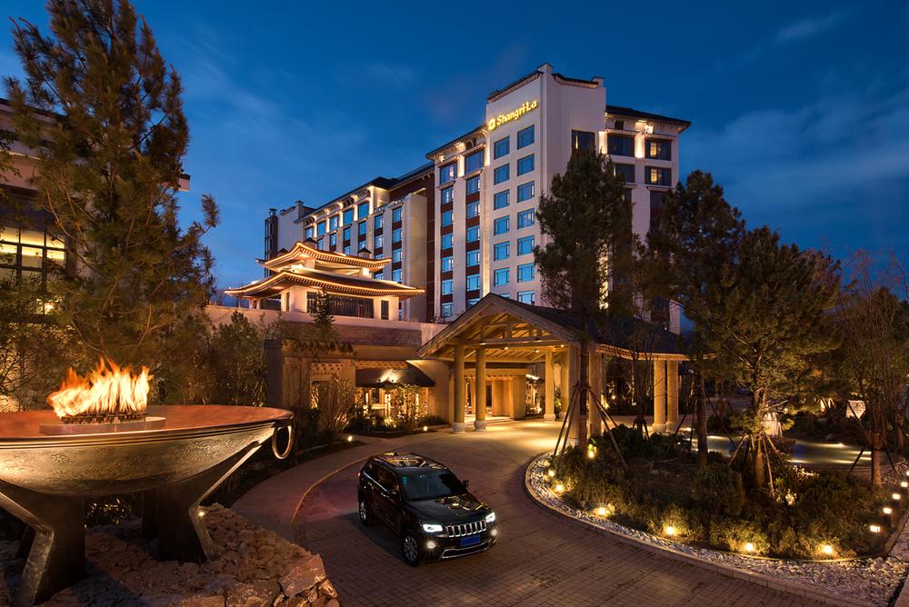 20150719_Shangri-La_Diqing_Hotel-Entrance-Exterior.jpg