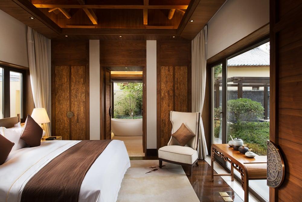20140501_HBA_St.Regis-Lijiang-The-Residences_Interior_ShanQu_Bedroom_F.jpg
