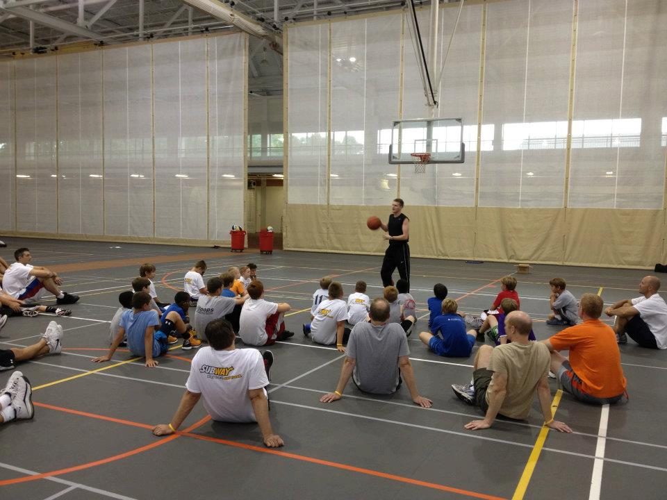 Professional Trainer Bryce Bow speaks to campers.