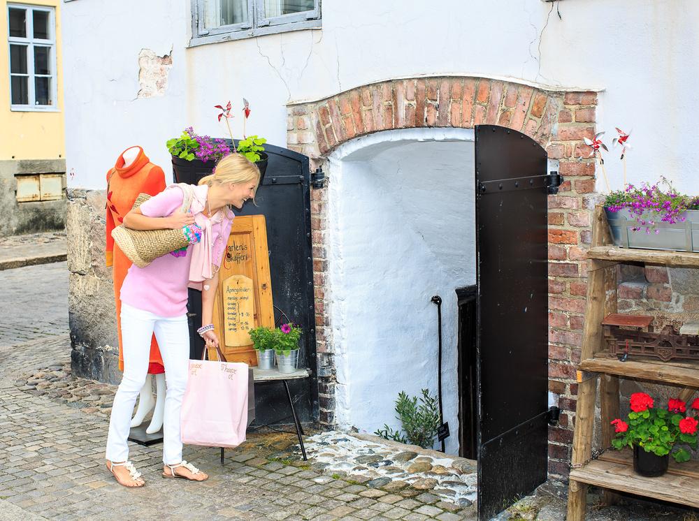 Shopping i nisjebutikker i    SJARMERENDE OMGIVELSER    GAMLEBYEN