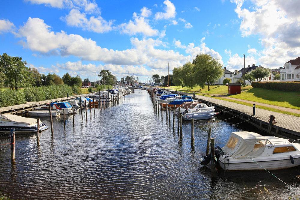 Isegran er en øy ved Glommas bredd. Isegran ligger i spaseravstand fra Fredrikstad sentrum. For å komme ut til øya, så går du over en bro og her du fin utsikt til den idylliske kanalen med alle småbåtplassene.
