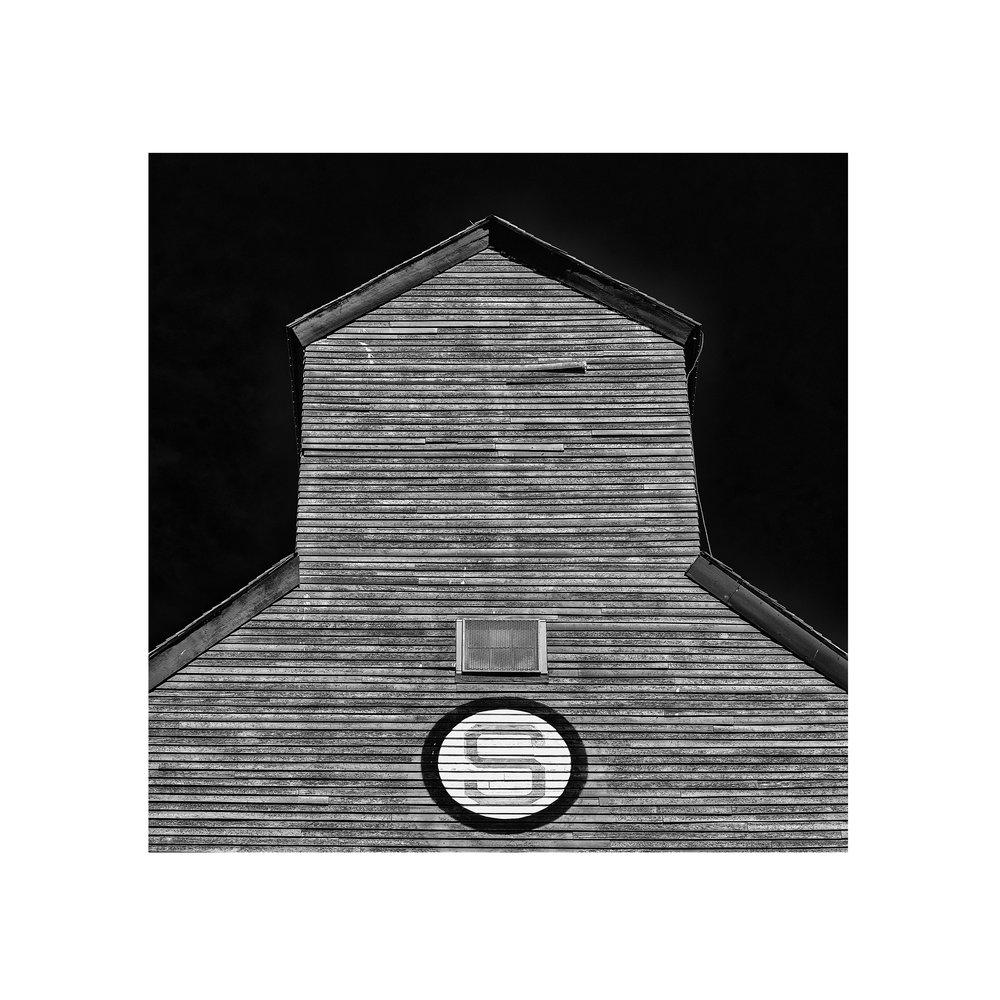 Badlands_Alberta_grain_elevator-photography.jpg