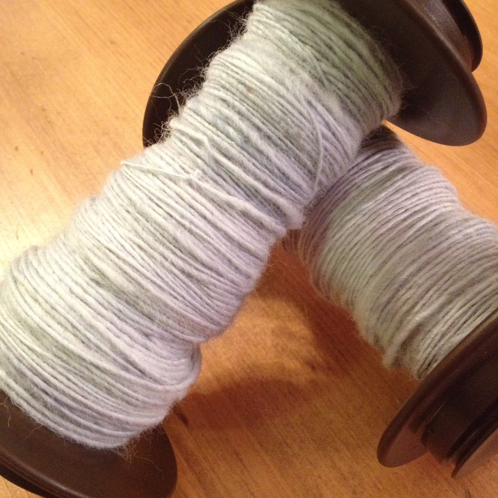 Two bobbins, on the left true woolen and on the right semi-woolen from combed top