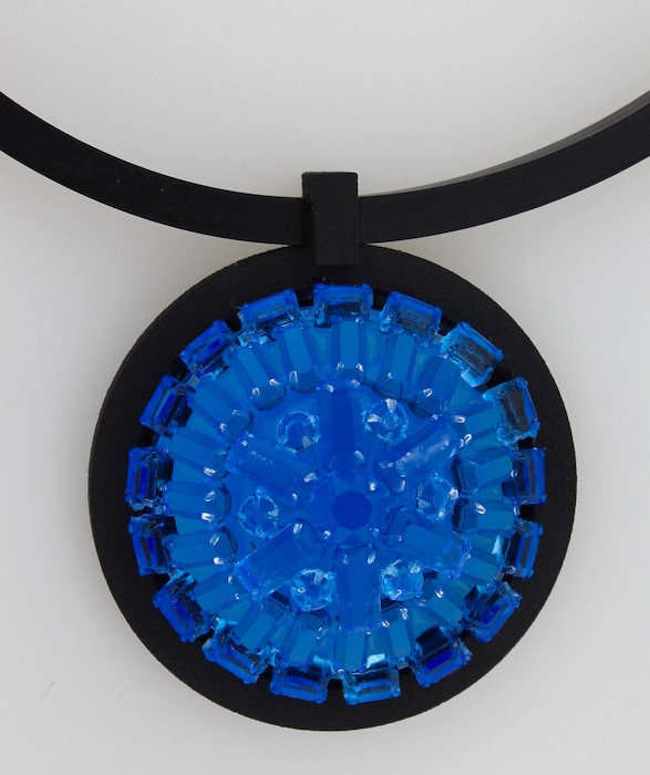 Brooch_1_blue.jpg