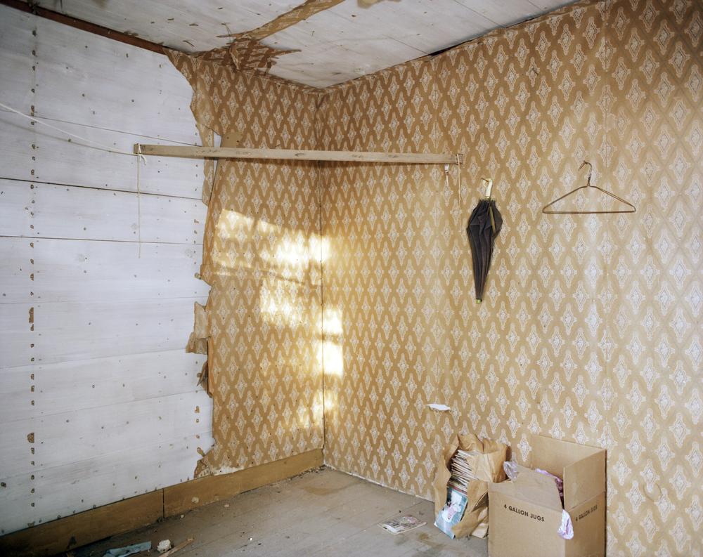 Dozier House-yellow room with umbrella .jpg