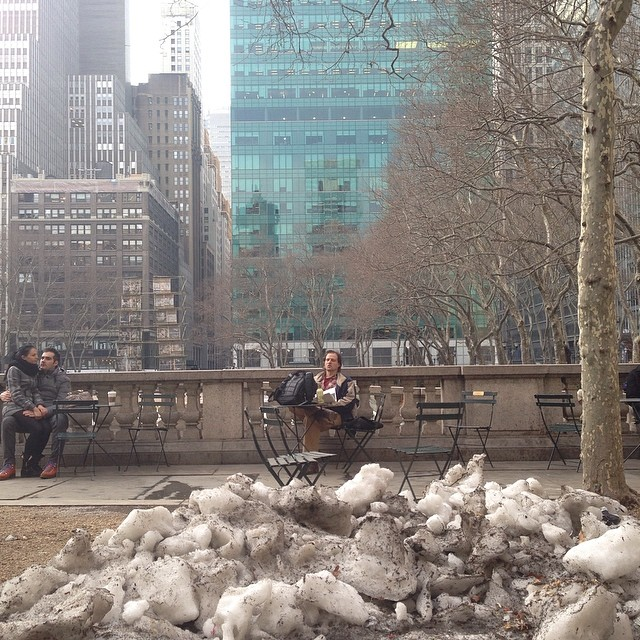 Spring and Snow, poets and lovers. #springandsnow #quotidian  (at Bryant Park)
