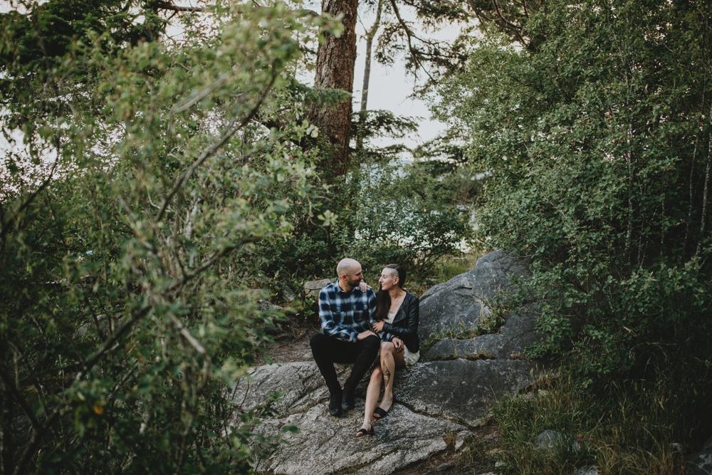 Danaea-Li-Photography-whytecliff-park-engagement_0006.jpg