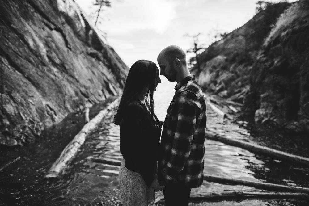 Danaea-Li-Photography-whytecliff-park-engagement_0011.jpg