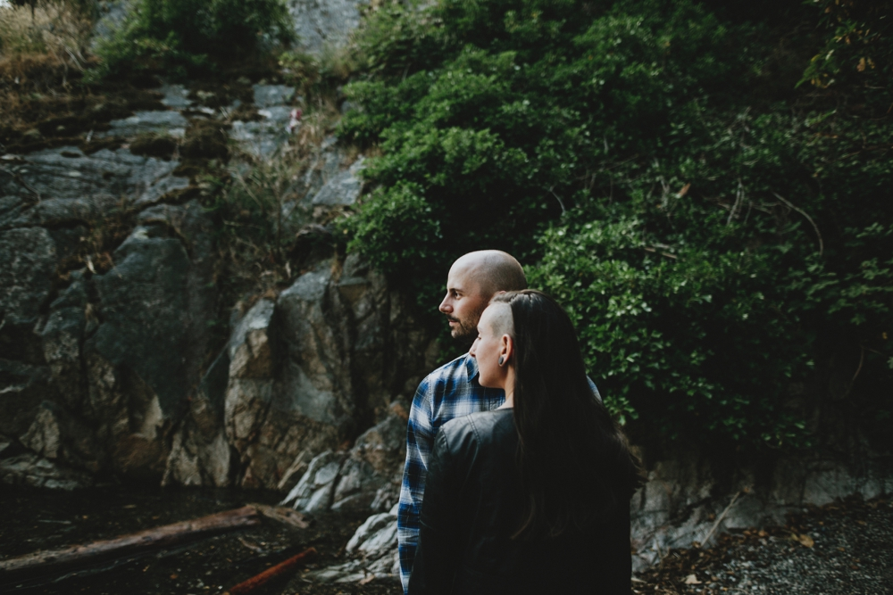 Danaea-Li-Photography-whytecliff-park-engagement_0012.jpg