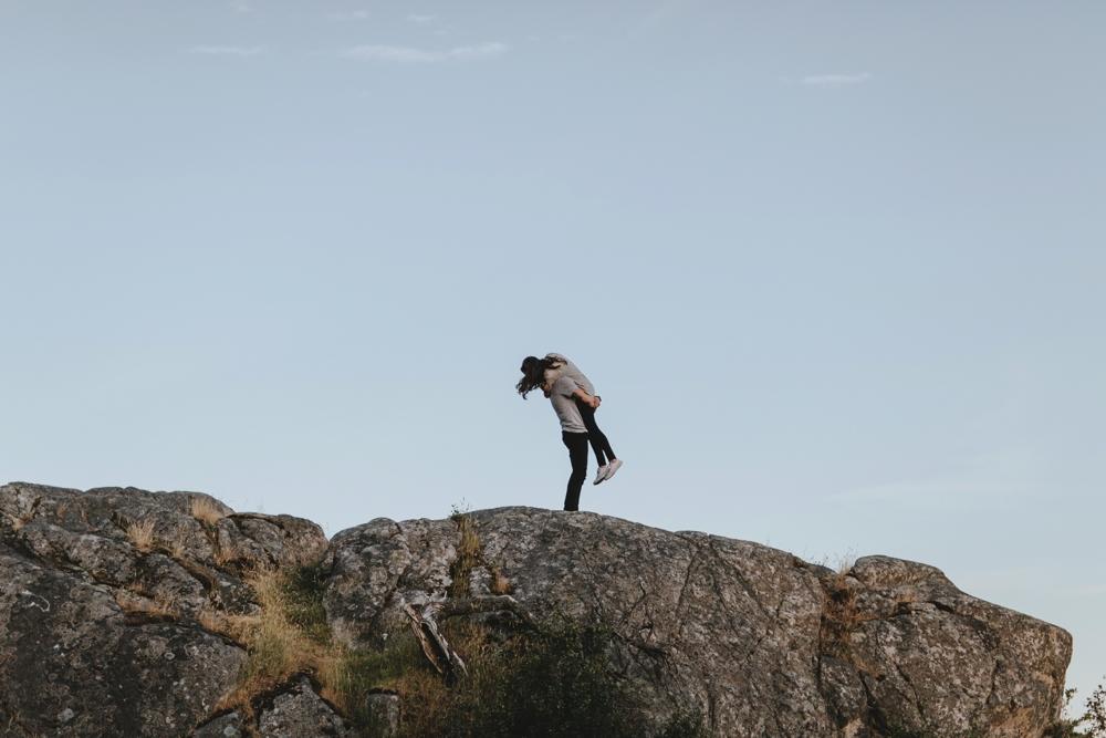 Danaea-Li-Photography-whytecliff-park-engagement_0021.jpg