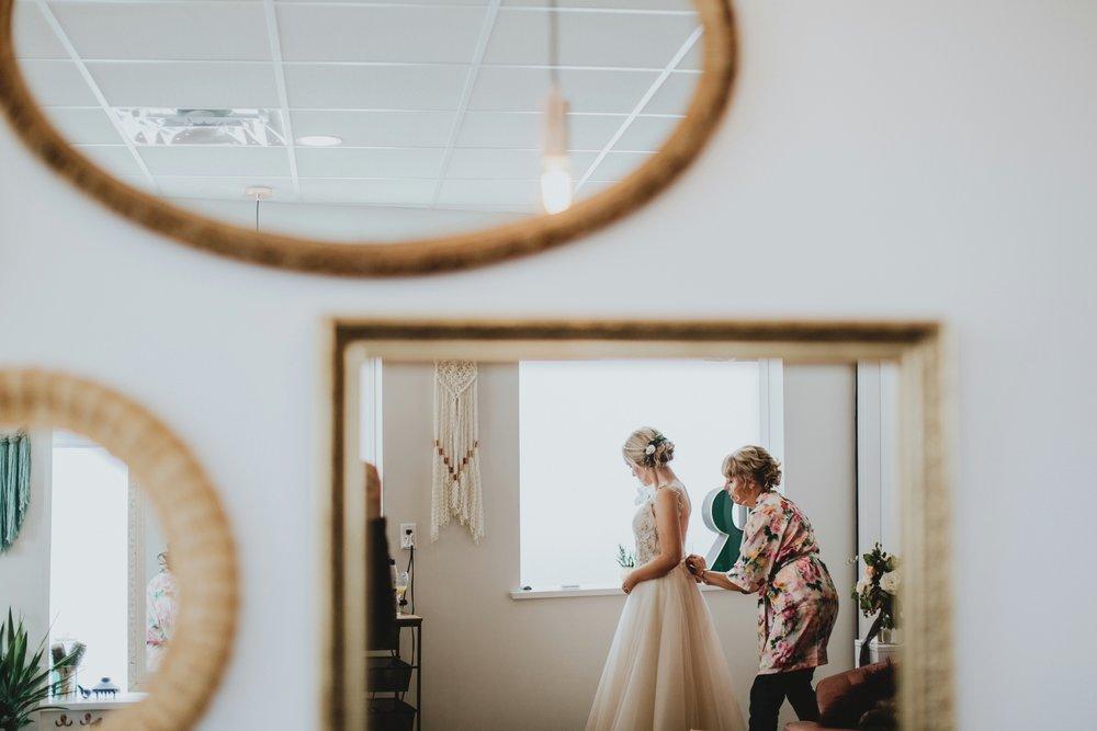 danaea_li_photography_Stephanie_Jon_Fraser_River_Lodge_Wedding_0015.jpg