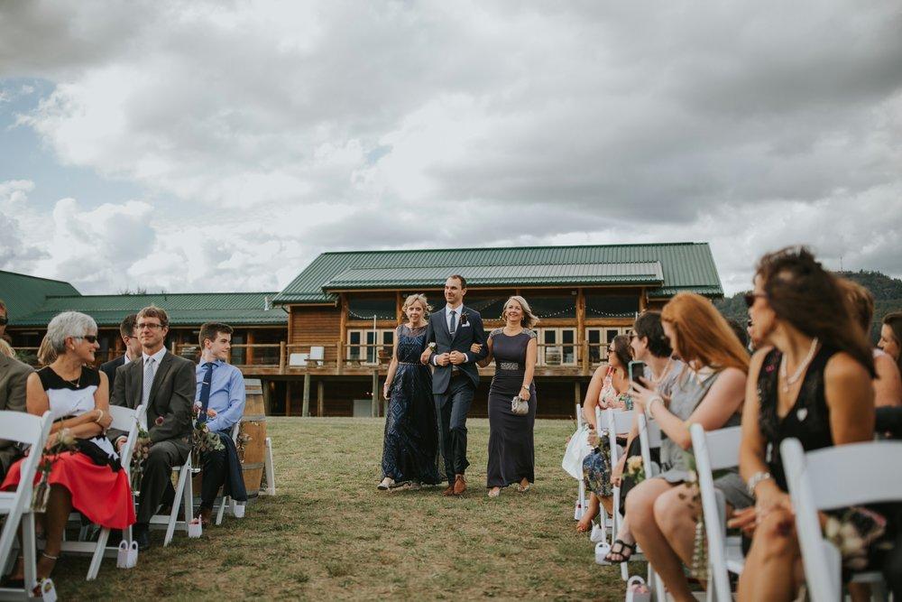 danaea_li_photography_Stephanie_Jon_Fraser_River_Lodge_Wedding_0044.jpg